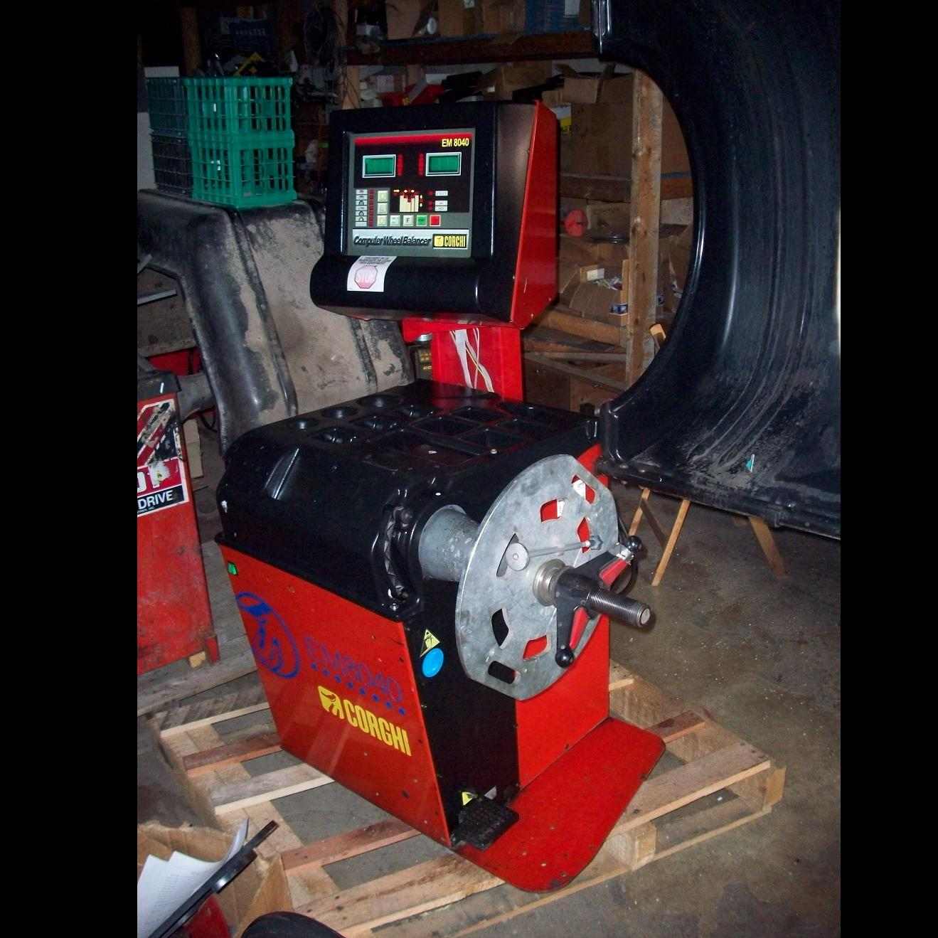 Corghi EM8040 USED WHEEL BALANCER